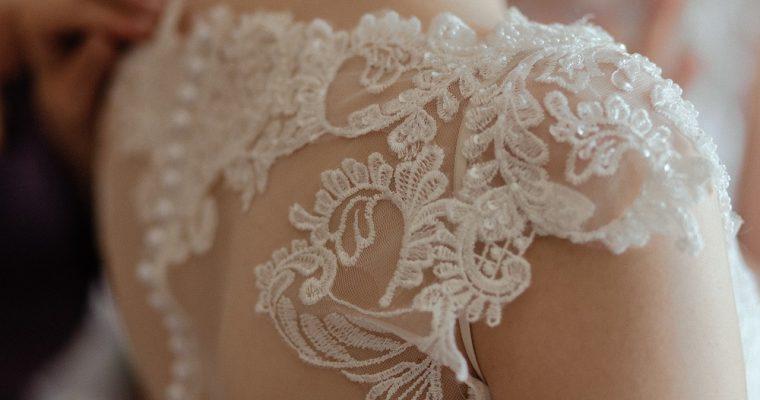 Mon mariage rétro mais pas trop : la robe de mariée, souhait vs réalité – Partie 1