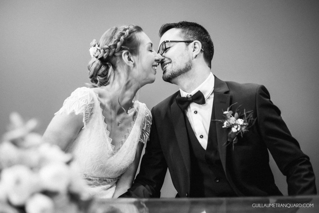 Le baiser des mariés à la mairie