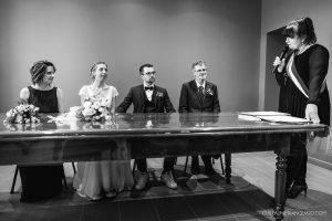 Mariés et témoins avec la maire