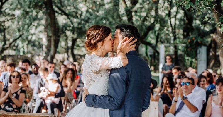 Mon mariage provençal, doré et tropical : la cérémonie laïque, un moment riche en émotions