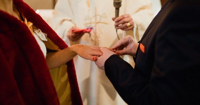 Mon chaleureux mariage au cœur de l'hiver : la cérémonie religieuse