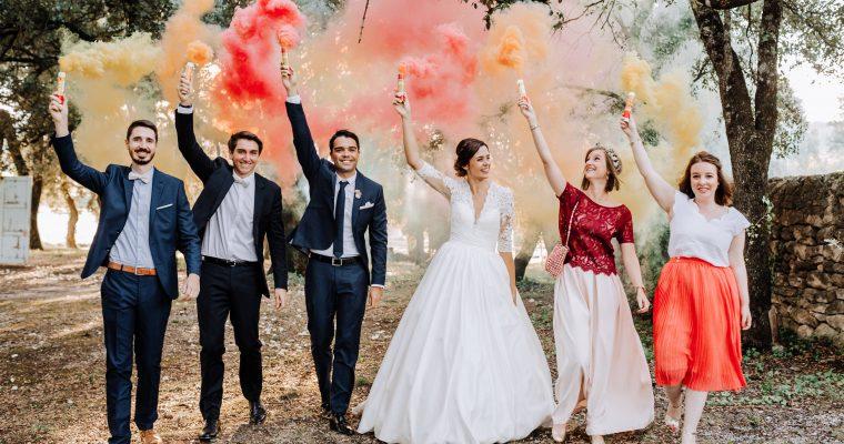 Mon mariage provençal, doré et tropical : photos de groupe, fumigènes et vin d'honneur