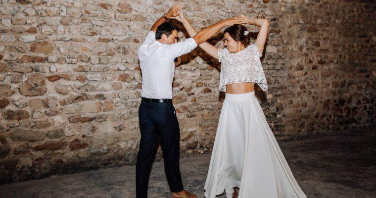 Mon mariage provençal, doré et tropical : wedding-cake et première danse en vidéo