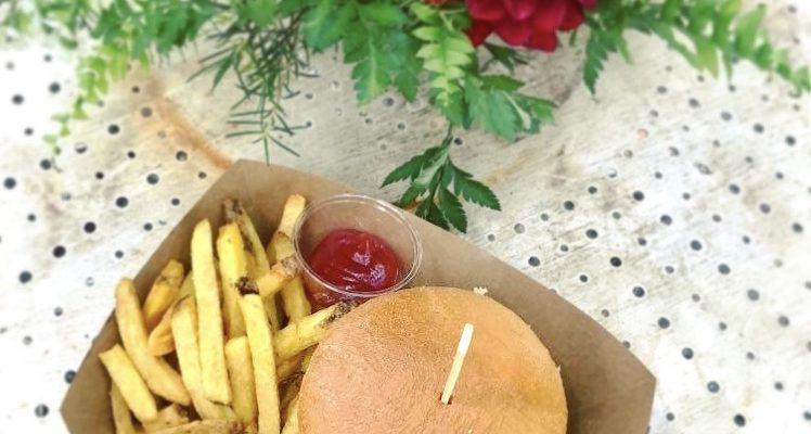 Mon mariage provençal, doré et tropical : le brunch foodtruck burger du dimanche