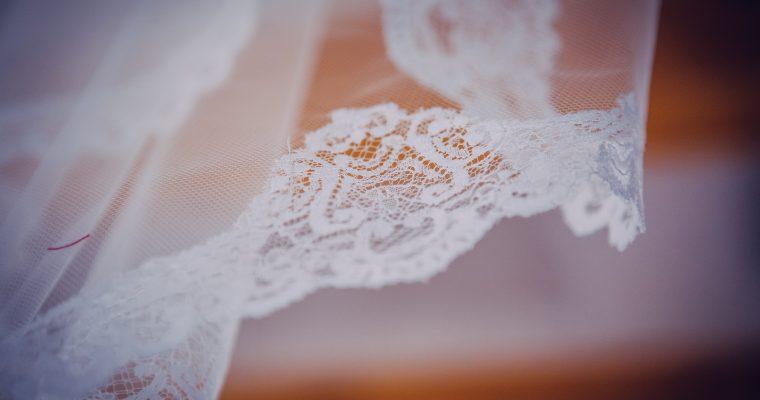 Ceux qui ont bien failli ne pas pouvoir se marier et la course contre la montre