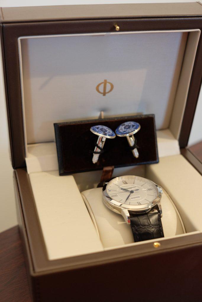 La montre de fiançailles de Monsieur Pragmatique (et ses boutons de manchette du jour J en bonus) - crédit photo : photo personnelle